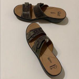Clarks Delana Fenela Leather Snake Sandals Sz9 NEW